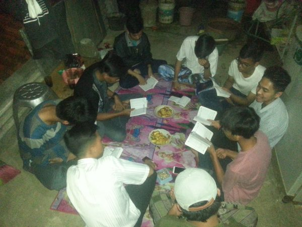 Pemuda warga Rw.21 berbondong-bondong belajara baca Al-Qur'an